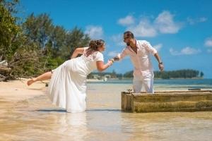 Hochzeit Anse au Pins Brautpaar im Fischerboot