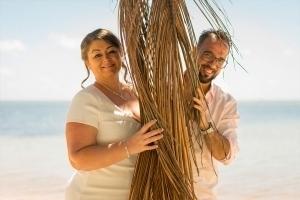Hochzeit Anse au Pins Brautpaar Foto mit Palme