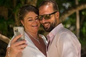 Hochzeit Anse au Pins Brautpaar Selfie