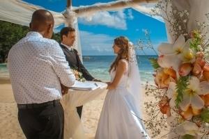 Hochzeit an der Anse Louise Hochzeitszeremonie