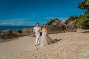 Hochzeit Carana Beach Brautpaar am Strand