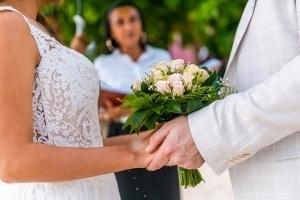 Hochzeit Mahe Brautstrauss Frangipani