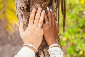 Hochzeit La Digue ganz in Weiss - Eheringe