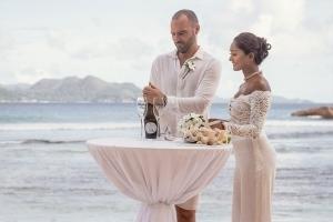 Hochzeit La Digue ganz in Weiss -Hochzeitszeremonie