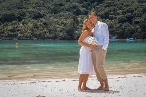 Port Launay Strandhochzeit Brautpaar am Strand