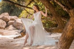 Hochzeitsfoto Glacis Braut posiert unter Baum