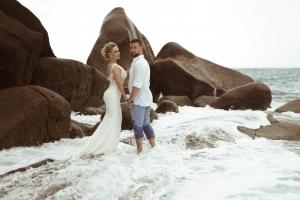 Hochzeitsfoto North East Point Strand Brautpaar im Wasser