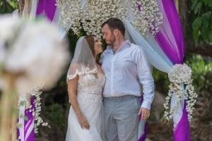 Seychellen Hochzeitsfoto Brautpaar mit Pavillion