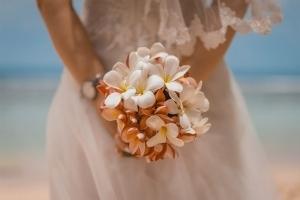 Seychellen Hochzeitsfoto Braut mit Brautstrauss
