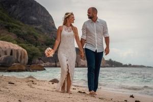 Seychellen Hochzeitsfoto Felsenkulisse Source d'Argent