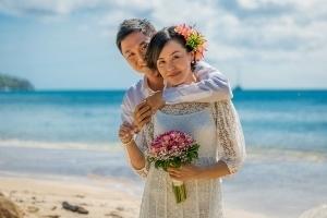Strandhochzeit Bel Ombre Braut und Bräutigam Portrait