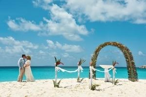 Strandhochzeit La Digue, Grand Anse Hochzeitsdekoration