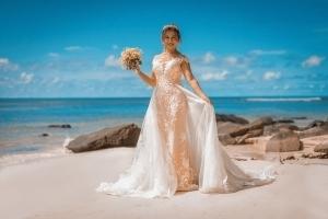 Strandhochzeit Fotos Mahe tolle Braut am Strand