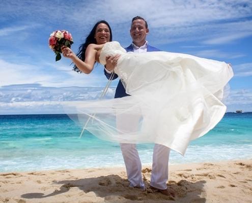 Hochzeitspaar am Strand Severe