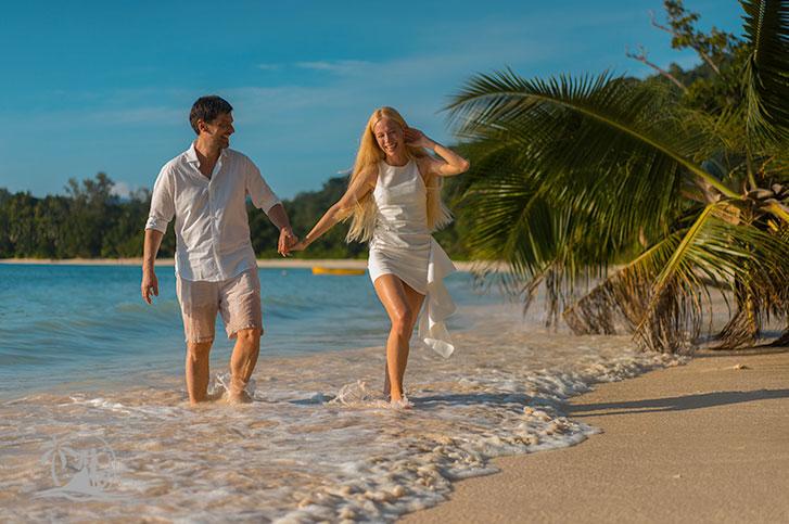 Fotograf Seychellen Hochzeit Brautpaar am Strand