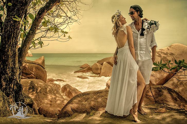 Fotograf Seychellen Hochzeit Brautpaar posing