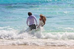 Hochzeit Baie Lazare Paar im Wasser