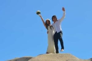 Hochzeit Baie Lazare Brautpaar winkt