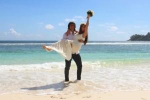 Hochzeit Baie Lazare Paar am Strand