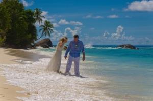 Hochzeit Silhouette Brautpaar am Strand