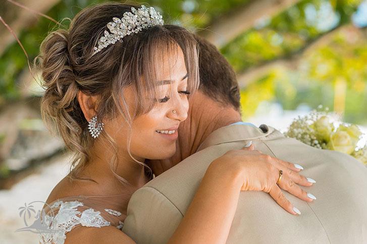 Seychellen Hochzeitsfotograf Brautpaar Zeremonie ein stiller Moment