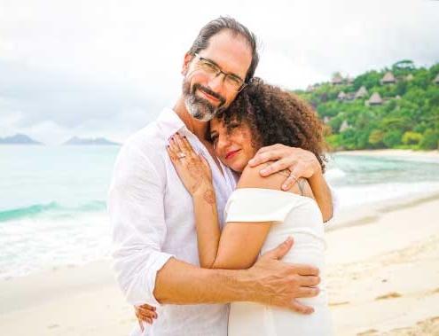 Zwei Herzen - Seychellen Eheversprechen erneuern Paar